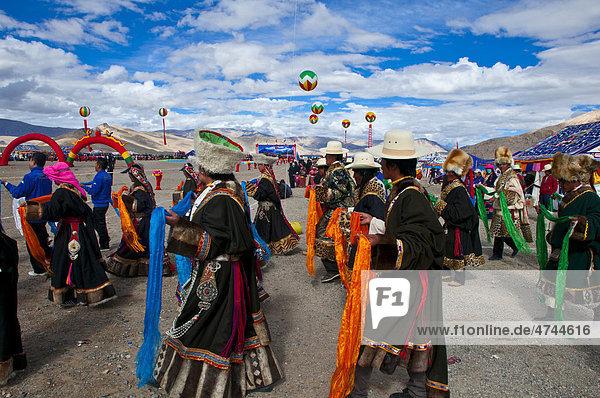 Traditionelles Festival der Stämme in Gerze im Westen von Tibet  Asien