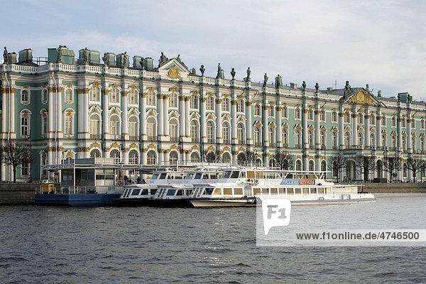 Eremitage  Museum  Winterpalast  Fluss Newa  UNESCO Weltkulturerbe  St. Petersburg  Russland