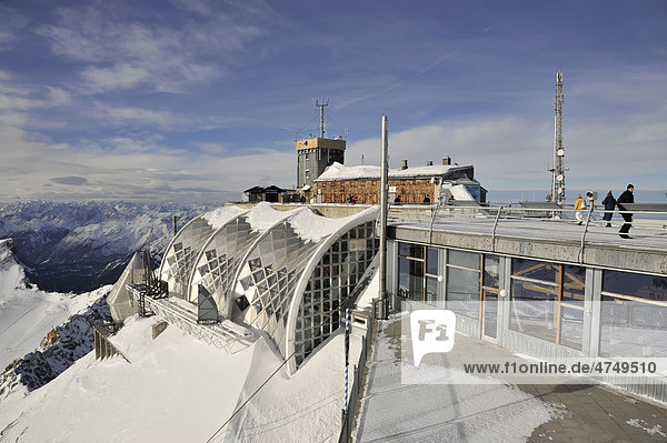 Muenchner Haus weather station in winter  Mt. Zugspitze  2962m  Wettersteingebirge mountains  Upper Bavaria  Germany  Europe