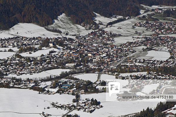 Ruhpolding vom Rauschberg  Chiemgauer Alpen  Oberbayern  Bayern  Deutschland  Europa