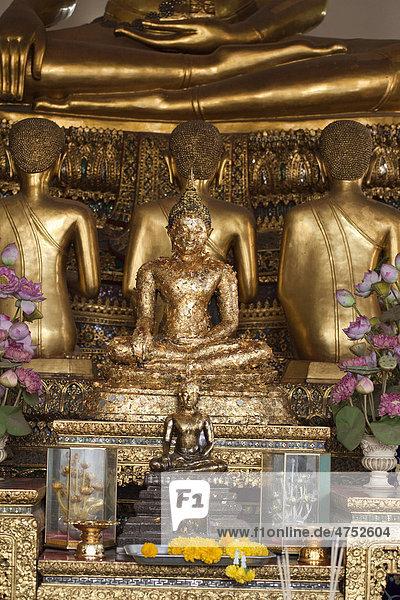 Buddha-Statuen im Tempel Wat Po  Bangkok  Thailand  Asien