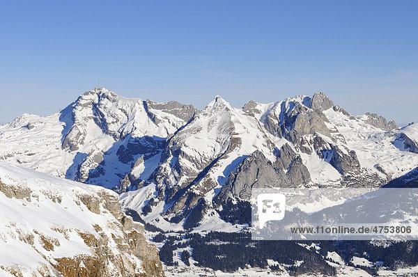 Blick vom 2262 Meter hohen Chäserrugg zum Säntis  Wildhuser Schafberg und Altmann  von links gesehen  Kanton Sankt Gallen  Schweiz  Europa