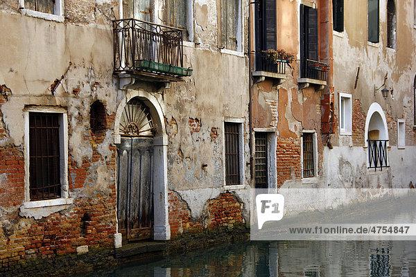 alte h user am kanal venedig italien europa lizenzpflichtiges bild bildagentur f1online. Black Bedroom Furniture Sets. Home Design Ideas