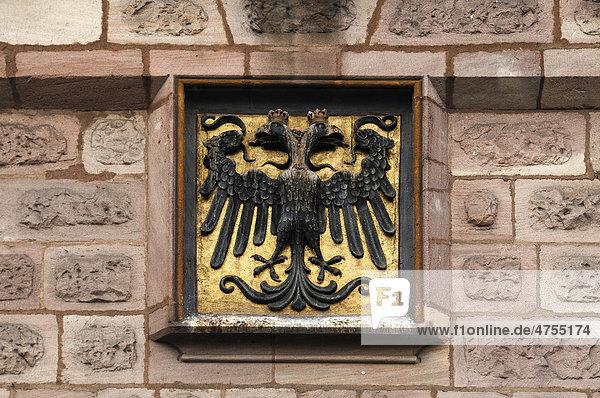 Doppeladlerwappen über dem Eingangstor des Handwerkerhofs  Nürnberg  Mittelfranken  Bayern  Deutschland  Europa Doppeladlerwappen über dem Eingangstor des Handwerkerhofs, Nürnberg, Mittelfranken, Bayern, Deutschland, Europa