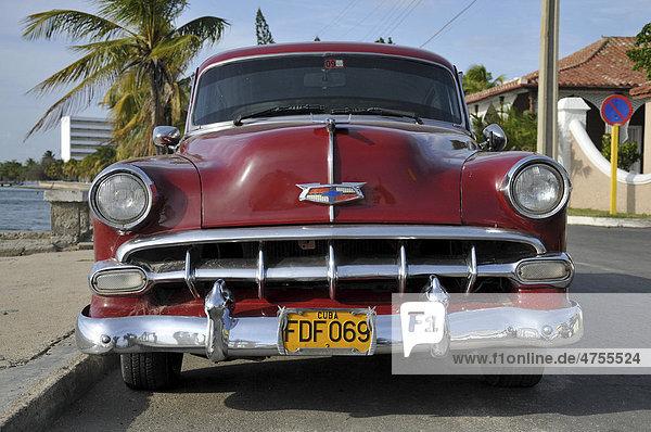 Oldtimer  Halbinsel Punta Gorda  Cienfuegos  Kuba  Karibik  Mittelamerika