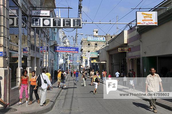 Einkaufsstraße  Jose A Saco  Santiago de Cuba  Altstadt  Kuba  Karibik  Mittelamerika