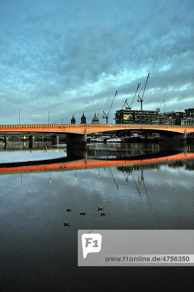 London Bridge Brücke  London  England  Großbritannien  Europa