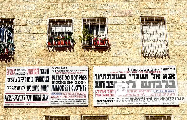 Hinweis auf Verhaltensregeln im Viertel der ultraorthodoxen Juden  Mea Shearim  Jerusalem  Israel  Naher Osten  Vorderasien
