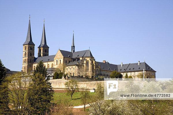 Rosengarten mit Kloster Michelsberg  auch Michaelsberg  Bamberg  Franken  Bayern  Deutschland  Europa