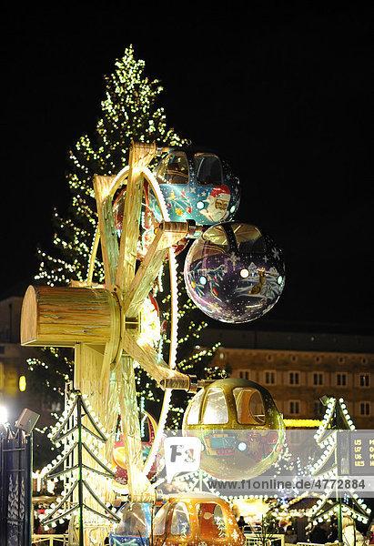 Karussel vor Königsbau  Weihnachtsmarkt Stuttgart  Baden-Württemberg  Deutschland  Europa Karussel vor Königsbau, Weihnachtsmarkt Stuttgart, Baden-Württemberg, Deutschland, Europa