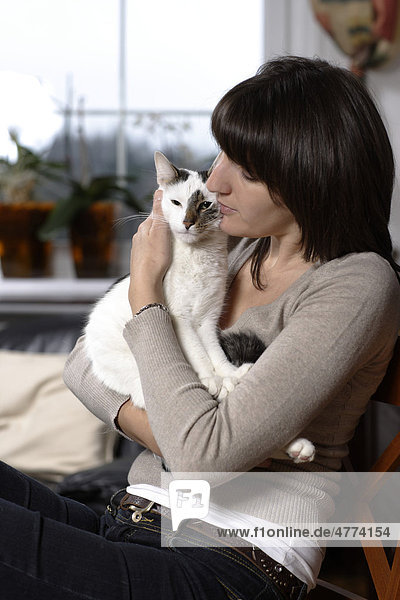 Young woman  30 years  with cat