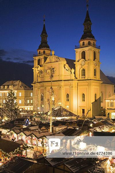 Weihnachtsmarkt auf dem Marktplatz in Ludwigsburg  Baden-Württemberg  Deutschland  Europa Weihnachtsmarkt auf dem Marktplatz in Ludwigsburg, Baden-Württemberg, Deutschland, Europa