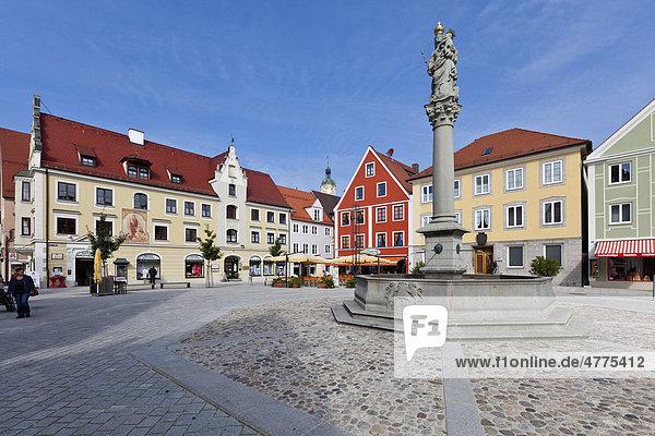 Rathaus und Marienplatz  Mindelheim  Schwaben  Landkreis Unterallgäu  Bayern  Deutschland  Europa