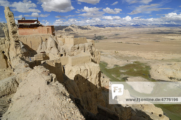 View over the canyon of the Sutlej River in the ancient Kingdom of Guge  near the Himalayan Main Ridge  from the ruins of the Royal Dynasty of Tsaparang in Western Tibet  Ngari Province  Tibet  China  Asia