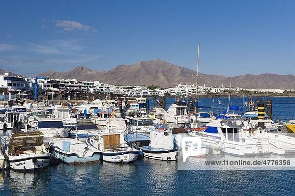 Boote im Hafen  Playa Blanca  Lanzarote  Kanarische Inseln  Spanien  Europa