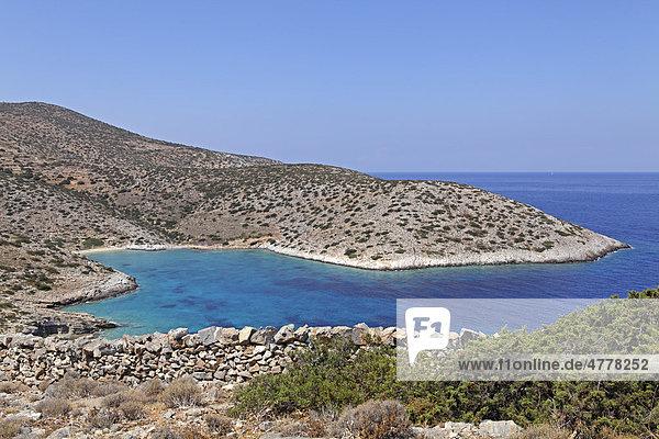 Bucht an der Westküste der Insel Iraklia  Kykladen  Ägäis  Griechenland  Europa