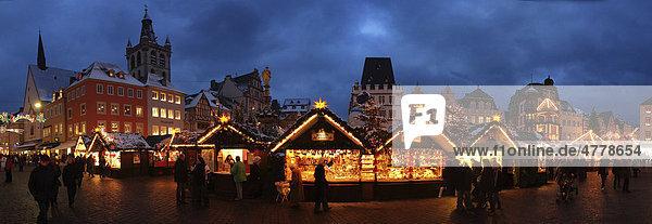 Weihnachtsmarkt auf dem Trierer Hauptmarkt  Trier  Rheinland-Pfalz  Deutschland  Europa Weihnachtsmarkt auf dem Trierer Hauptmarkt, Trier, Rheinland-Pfalz, Deutschland, Europa