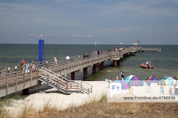 Seebrücke im Ostseebad Prerow  Halbinsel Fischland-Darß-Zingst  Mecklenburg-Vorpommern  Deutschland  Europa