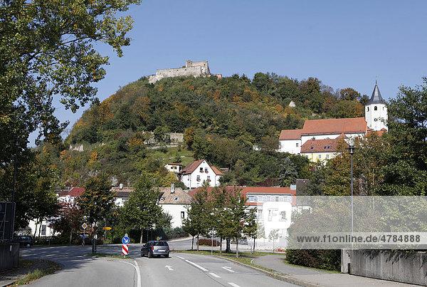 Blick auf die Burgruine  Donaustauf  Landkreis Regensburg  Oberpfalz  Bayern  Deutschland  Europa