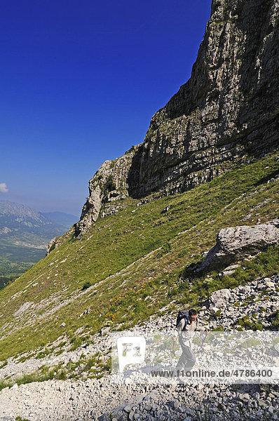 Aufstieg durch den Rava del Ferro am Monte Amaro  Caramanico Terme  Majella-Nationalpark  Abruzzen  Italien  Europa