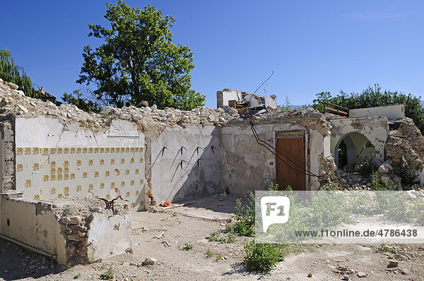 Erdbebenzerstörungen in Onna  Abruzzen  Italien  Europa
