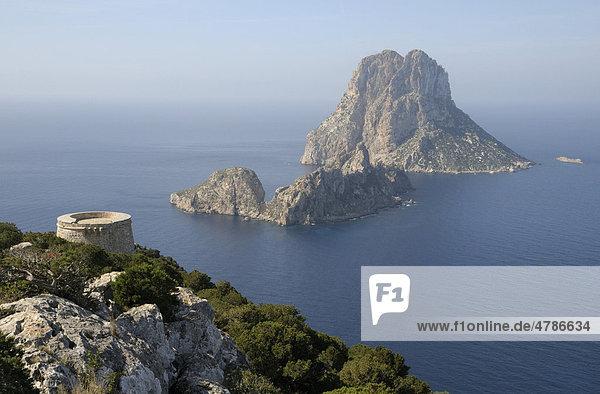 Mirador del Savinar mit den Inseln Es Vedranell und Es Vedr·  Ibiza  Pityusen  Balearen  Spanien  Europa