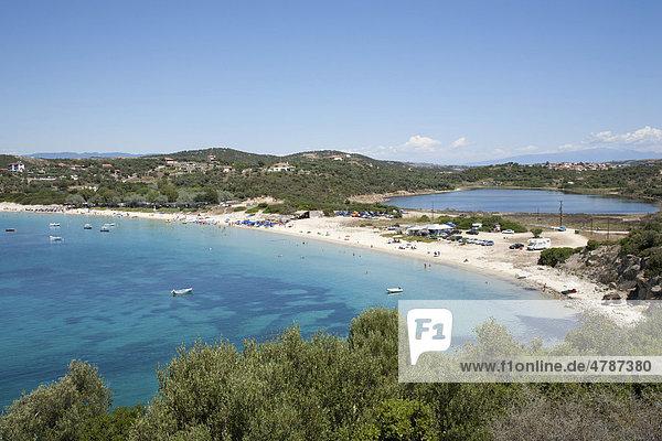 Sandstrand auf der kleinen Insel Amoliani vor der Küste der Halbinsel Athos  Chalkidiki  Makedonien  Griechenland  Europa