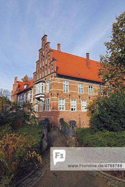 Schloss Bergedorf  Bergedorfer Schloss  im Herbst  Stadtteil Bergedorf  Hansestadt Hamburg  Deutschland  Europa