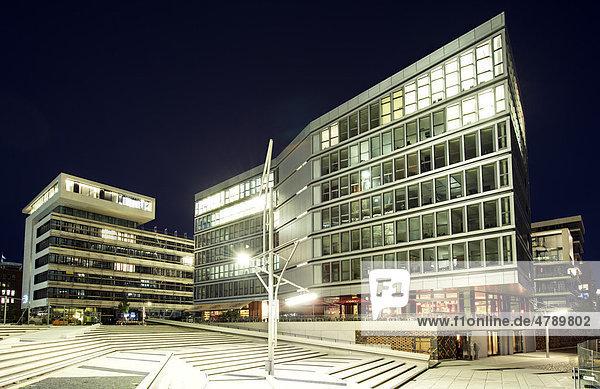 Johannes-Dalmann-Haus und Kaiserkai in der Hafencity von Hamburg am Abend  Deutschland  Europa