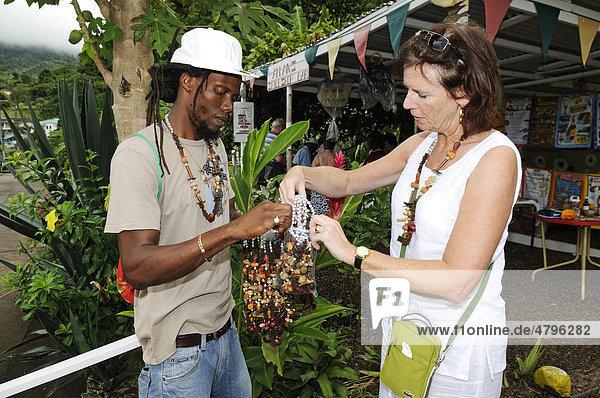 Gewürzverkäufer bei Saint George  Grenada  Kleine Antillen  Karibik
