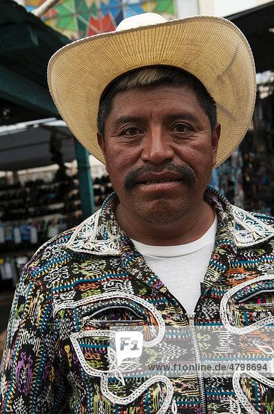 Mann mit Hut  Porträt  Markt  Solola  Guatemala  Zentralamerika