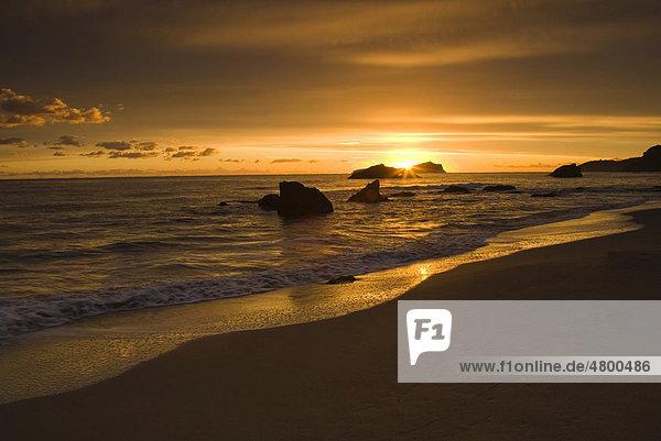 Sonnenaufgang am Strand Es Figueral  Ibiza  Spanien  Europa