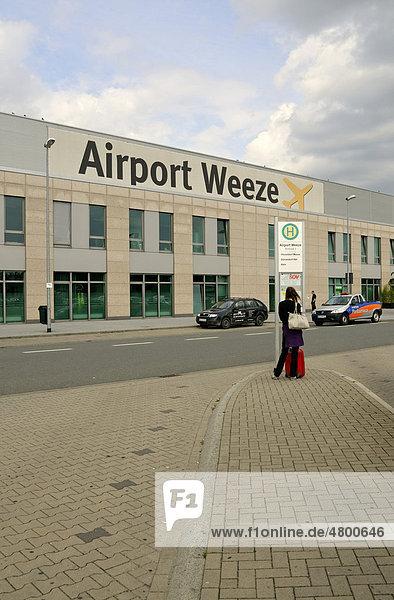 Terminal-Gebäude des Flughafens Airport Weeze  Niederrhein  Nordrhein-Westfalen  Deutschland  Europa