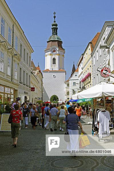 Obere Landstraße mit Steiner Tor  Krems  Wachau  Niederösterreich  Österreich  Europa