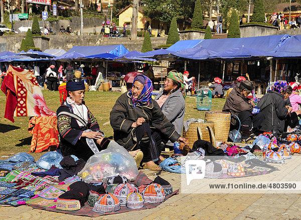Markt von Sapa oder Sa Pa  Volksgruppe der Schwarzen Hmong  ethnische Minderheit  Nordvietnam  Vietnam  Asien