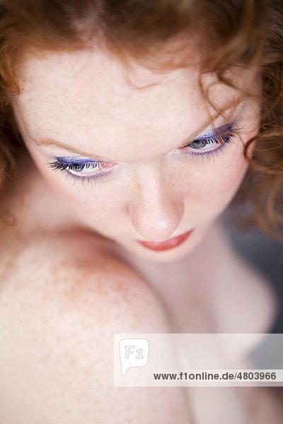 Erotisches Portrait  Gesicht einer Frau  rothaarig