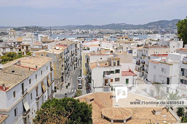 Hafen  Übersicht  Dalt Vila  Unesco Weltkulturerbe  historische Altstadt  Eivissa  Ibiza  Pityusen  Balearen  Insel  Spanien  Europa