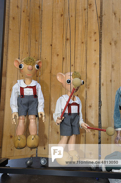 Prager Marionettentheater  Spejbl  öffentliche Aufführung auf einer Freilichtbühne auf dem Schlossplatz in Meißen  Sachsen  Deutschland  Europa