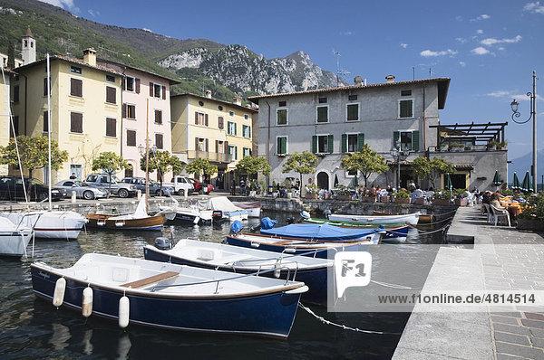 Hafen von Gargnano  Gardasee  Lombardei  Italien  Europa