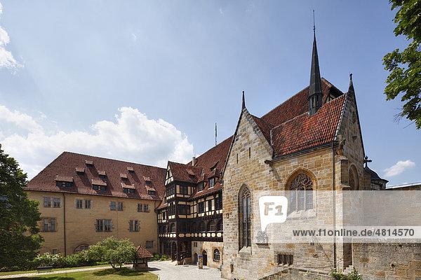 Innenhof mit Fürstenbau  Brunnen und Kapelle  Veste Coburg  Oberfranken  Franken  Bayern  Deutschland  Europa
