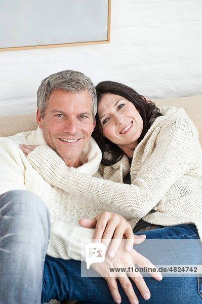 Deutschland  München  Ehepaar lächelnd  Portrait