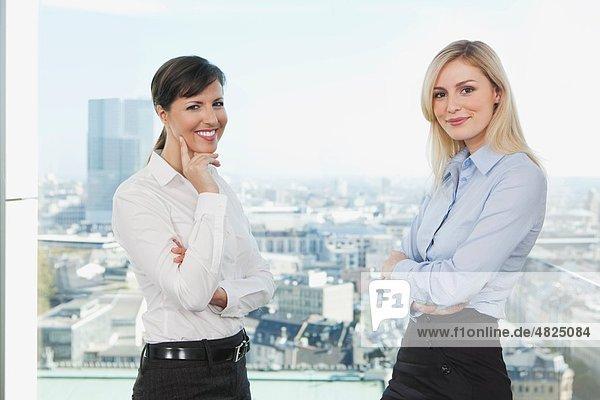 Geschäftsfrauen im Amt
