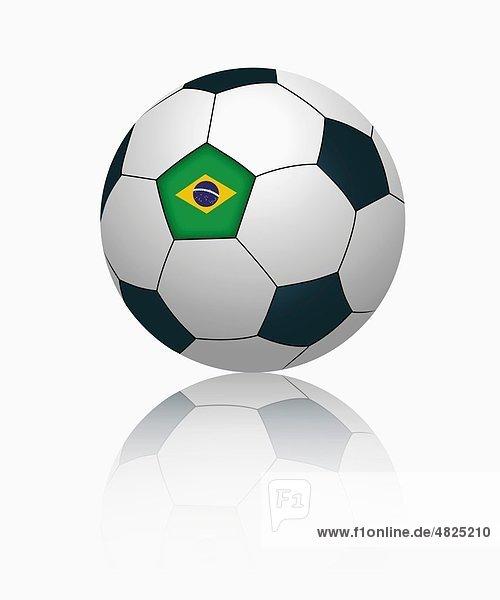 Brasilianische Flagge auf Fußball  Nahaufnahme