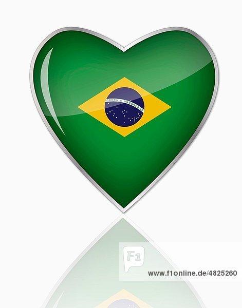 Brasilianische Flagge in Herzform auf weißem Grund