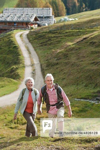 Italien  Südtirol  Reife Paarwanderungen auf Dolomiten