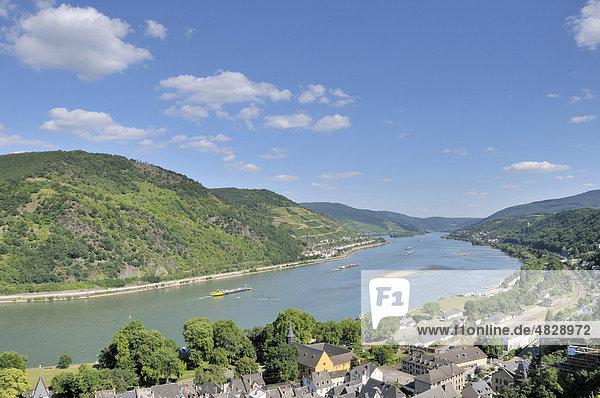 Blick von der Burg Stahleck in Bacharach über den Rhein auf Lorchhausen  Mittelrheintal  Weltkulturerbe der UNESCO  Rheinland-Pfalz  Deutschland  Europa