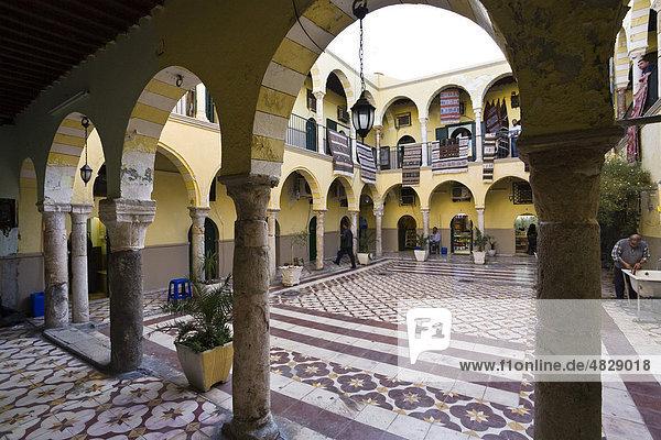 Innenhof in der Medina  Karawanserei  Altstadt  Tripolis  Libyen  Nordafrika  Afrika Innenhof in der Medina, Karawanserei, Altstadt, Tripolis, Libyen, Nordafrika, Afrika