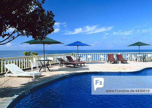 Tropischer Swimmingpool