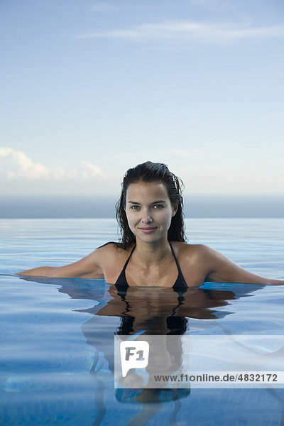 Schwimmende Frau  Portrait