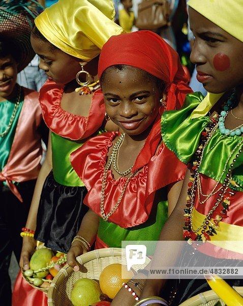 Karibik  Karneval  Kinder  Kostüme  Kultur  Mädchen  Guadeloupe  Urlaub  Landmark  Menschen  Tourismus  Reisen  Urlaub  Welt